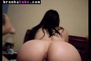 Novinha bunduda fazendo anal