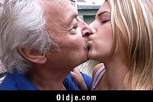 Oldman enjoys some fucking apologies from wicked bernice